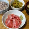 今日の食べ物 朝食にまぐろの刺身とセロリのきんぴら