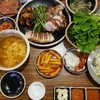 韓国料理 ポッサムとチョッパルの食べ放題のお店。イゴンチョッパル(이공족발)