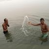 【ほぼ病気になる】最高に汚いガンジス川に沐浴してみた結果