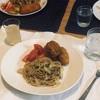 のりとツナとキャベツのパスタ、揚げ物とトマト