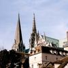 展開するシャルトル大聖堂の威容