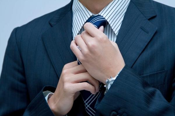 【画像あり】就活生が知っておきたいネクタイの結び方や選び方を紹介