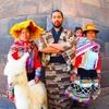 石造りの街クスコにて伝統衣装のおばちゃんに着物で対抗してみた@ペルー