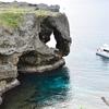 雨と海 どちらからも浸食された地形 沖縄県 万座毛