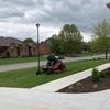 アメリカの芝刈りはあっという間。業者にお願いしています。