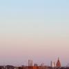 リガの高層建築と移ろいゆく空を眺める。