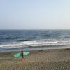 日曜午後、オンショアで無理やり立ったヒザ波で1時間ほどサーフィン。