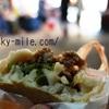 台湾旅 1個でもお腹いっぱい「赤肉胡椒餅」アツアツの肉汁は火傷に激注意!!