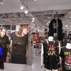 梅田オーパの『GUN'S SHOP』でガンズ・グッズを購入!(GN'R shop in Osaka visitting review!!)