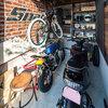 明るい室内とバイクガレージ、外断熱で快適な家