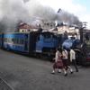 インド北東部・お茶の名所ダージリン。かわいい鉄道トイ・トレイン(Darjeeling Toy Train)にも乗ってみた!!