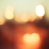窓明かりのオレンジはホッと心を温める