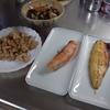幸運な病のレシピ( 1813 )朝:後片付けを科学する、焼き肉、キャベツ、鮭、塩サバ、タラ煮つけ、ひたし豆、味噌汁、マユのご飯
