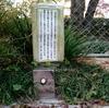 東平小学校跡の植込みに設置されてるメロディスイッチは壊れてる?【大阪府大阪市中央区】