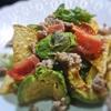 焼きアボカドのタコス風サラダ、ガパオ風味