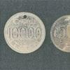 「昭和六十五年」刻印の偽メダルで買い物の疑い