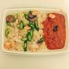 新宿ニュウマンDEAN&DELUCAの雑穀米と紅ずわい蟹のシーフードピラフをお弁当に!セブンイレブンのミネストローネとオリジン弁当のほうれん草の胡麻和えもプラス!