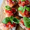 トマトとバジルを使って作る「スモークサーモンのオープンサンド」作り方・レシピ。