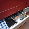 システムキッチンの引き出しを掃除して整理しよう(1)一番下の引き出しは使用頻度の低い物