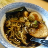 富山ブラックラーメン「麺家いろは」で、ランチハーフセット