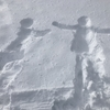 雪に人型作るのって楽しいよね!