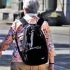 「リュックを背負う高齢者が気になる」と内館牧子さん。