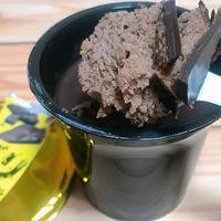 え、ケーキ!?一瞬目を疑っちゃう。想像の斜め上をいくチョコケーキでした。
