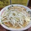 平塚の「ラーメン豚んち」で二郎インスパイア系を食らった感想。ちょうどいいボリュームにほんのり甘いスープは余裕で箸が進むやつ!