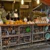この鳥達の上と下の運命は・・・~新鮮な素材を提供してくれる、それが「クロントゥーイ市場」の特徴!!