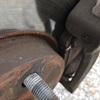 ブレーキパッドの残りが4mmを切った場合、交換するかどうか?