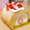 苺の赤で元気が出るロールケーキ@鹿児島市上福元町