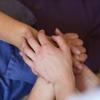 運命を受け入れることは神の手医療の対極にある