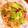 緑野菜と豚肉と茗荷の塩焼きうどん