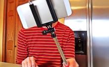 「自撮り依存症」が正式に病気と認定される。英語多読ニュースフラッシュ