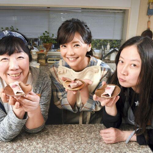 映画「3月のライオン」から倉科カナさんが登場して「桜餅」を一緒に作るよ【西原理恵子と枝元なほみのおかん飯】