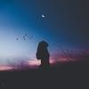 傷を受けた過去にとどまらず、 その先へ進むこと。- 月と星の鑑定書に届いた声