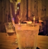 サントリーウイスキーのグラスが重力を忘れるとき