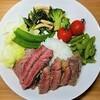 【安眠レシピ】安いお肉を柔らかくする。塩麴でジューシーな牛ステーキの作り方。