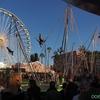 海外のお祭りではよく移動式遊園地が設置される