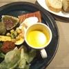 小田原駅近くのカウンターイタリアン 808の前菜盛り合わせとアマトリチャーナ