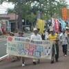 平和行進団わが町を通過