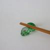 さわやかな緑色と水色のガラス箸置き【カラバリのご紹介】