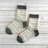 余り毛糸で編む、編み込みの靴下2足目