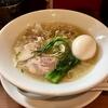 【今週のラーメン4069】 kingyo noodles (東京・神田) 中華そば 潮 + 味玉 〜アイデア満載で和洋織りなす風を感じる崇高塩そば!