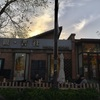 798芸術区内の小さなセレクトブックカフェ「旁観・書社」と、アンディ・ウォーホル アートストア