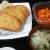 豚カツ、大根サラダ、キムチ、味噌汁