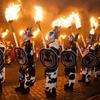 炎の宴!エディンバラの派手すぎる正月祭り ホグマネイ