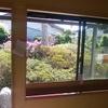庭を眺める窓