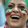 イランで38年ぶりに、男女一緒に競技場でワールドカップ観戦