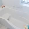 【お風呂のトラブル】壁につく黒い粒、浴槽内にたまる黒い粒の解決法!